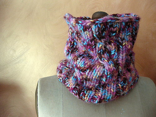 free pattern for a cabled cowl